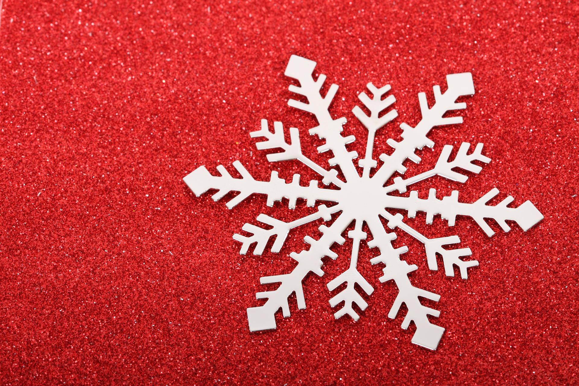 Zajęcia plastyczne dla dzieci: Płatki śniegu z papieru